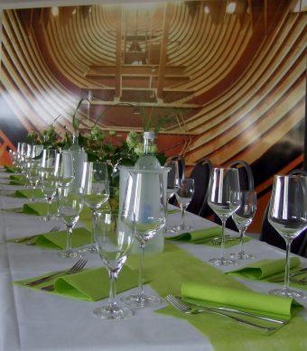 Tischschmuck mit Wand-Foto